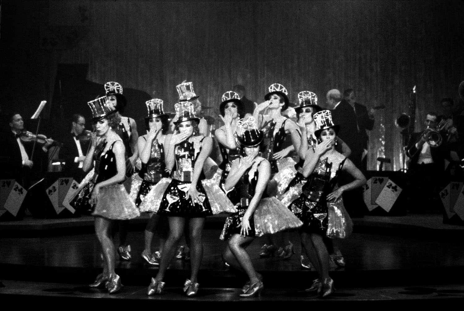 Bullets Over Broadway 07